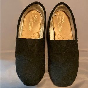 Toms black wool, faux Sherpa lined flats size 7